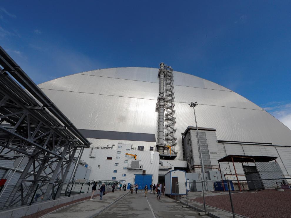 Un sarcófago cubre el cuarto bloque de la central nuclear de Chernóbil.