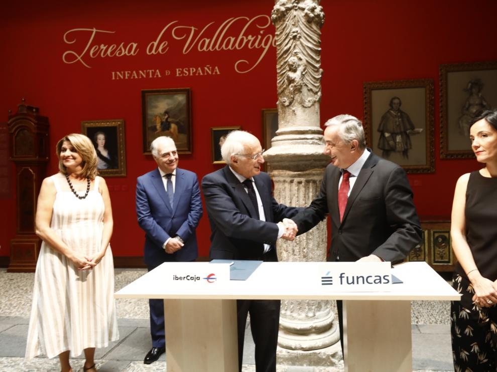 Firma del convenio entre Fundación Ibercaja y Funcas.
