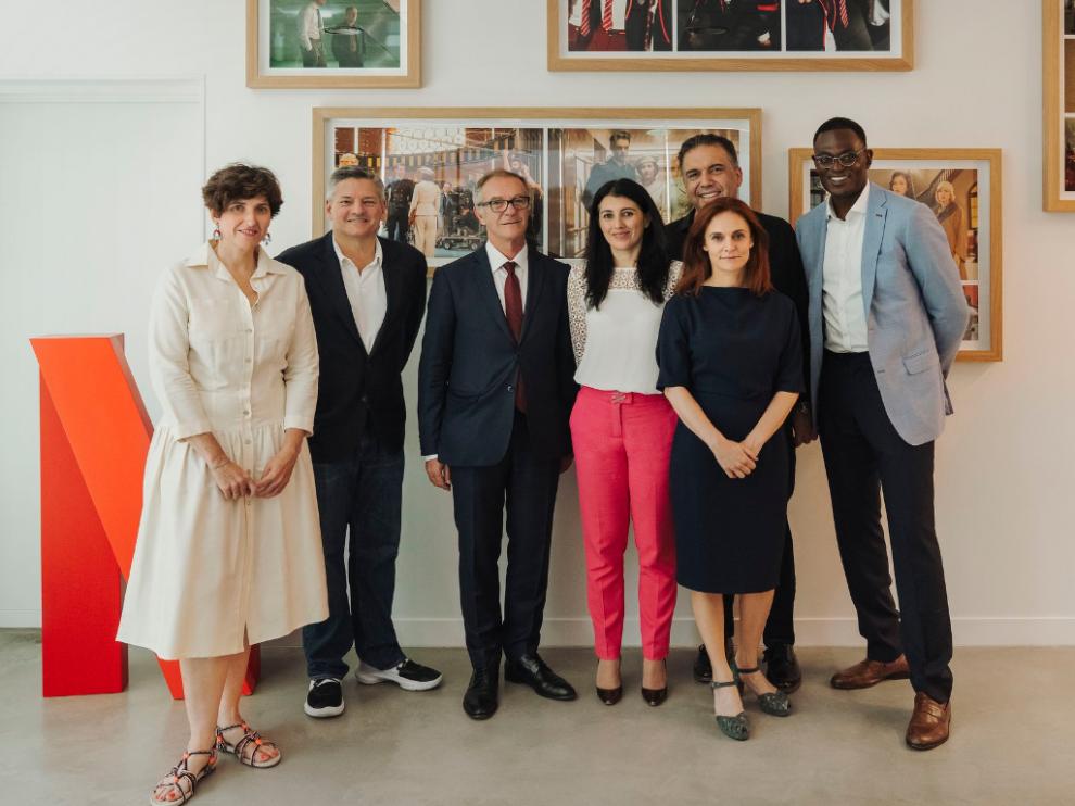 Guirao ha mantenido un encuentro con el vicepresidente internacional de Netflix, Ted Sarandos, y con parte de su equipo.