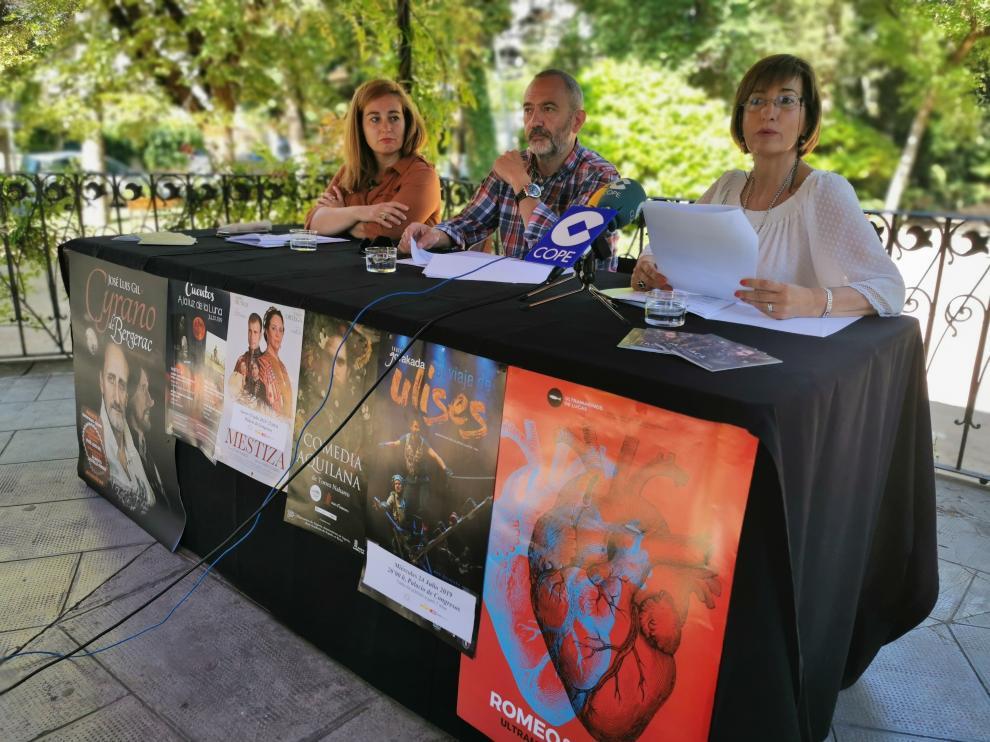 En la imagen, de izquierda a derecha, Olvido Moratinos, teniente alcalde del Ayto. de Jaca, Javier Acín, nuevo concejal de cultura y Teresa Lacasta, técnica de cultura.