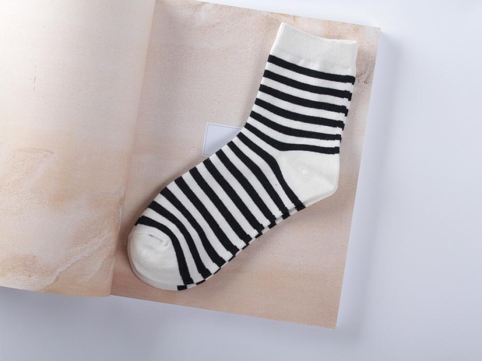 Nueve de cada diez calcetines para bebés de 0 a 4 años contienen restos de bisfenol A, según un estudio.