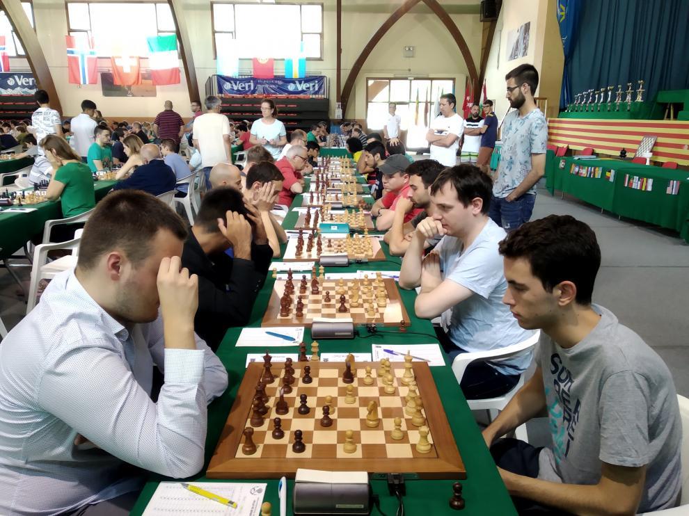 """Los ajedrecistas durante el torneo """"Villa de Benasque""""."""