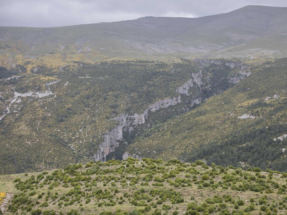 En el corazón del valle de Vió, este municipio presume de sus cañones de roca, las praderas de la hierba más verde y un puñado de soñadores convencidos de que quedarse es la mejor opción.