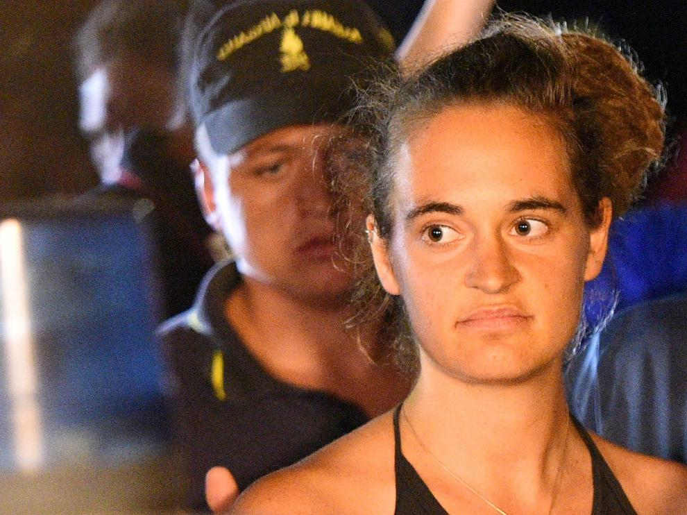 FILE PHOTO: Carola Rackete, 31-year-old Sea-Watch 3 captain, is escorted off the ship by police and taken away for questioning, in Lampedusa, Italy, June 29, 2019. REUTERS/Guglielmo Mangiapane/File Photo [[[REUTERS VOCENTO]]] EUROPE-MIGRANTS/ITALY-CAPTAIN