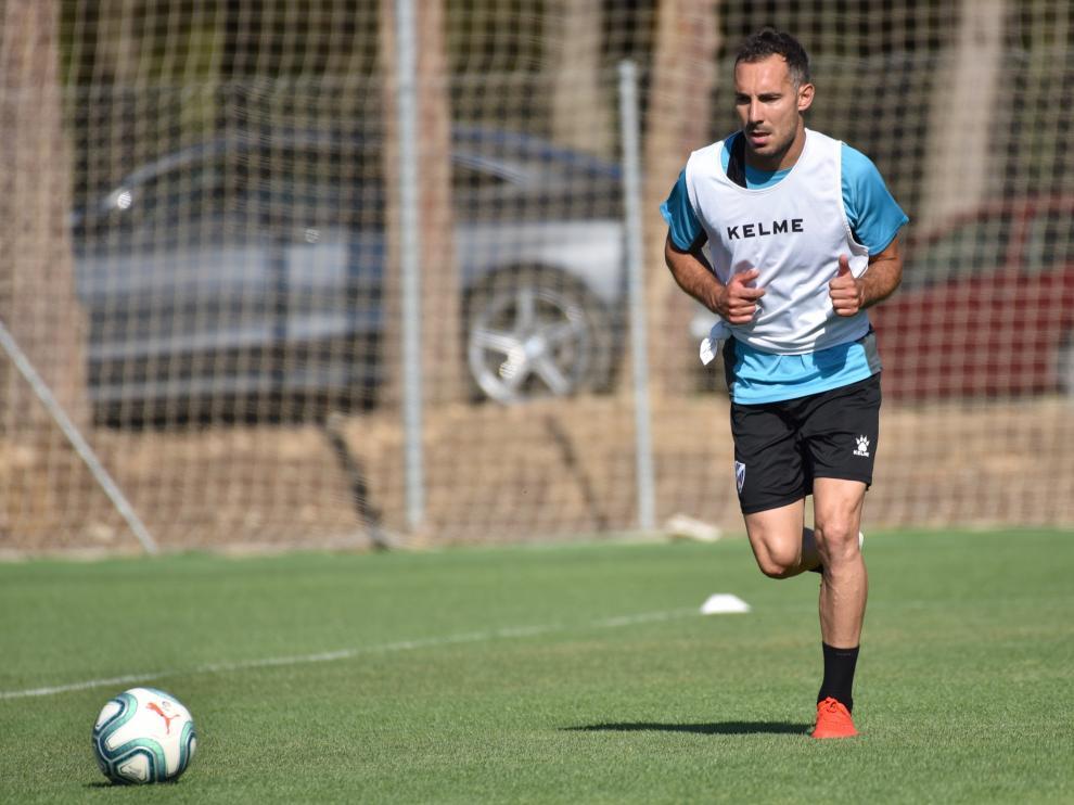 David Ferreiro conduce la pelota durante el entrenamiento matinal de este viernes.