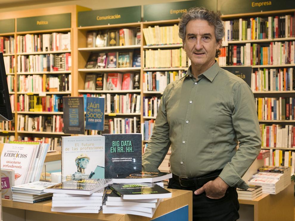 Juan José Ariño, en La casa del libro de Zaragoza.