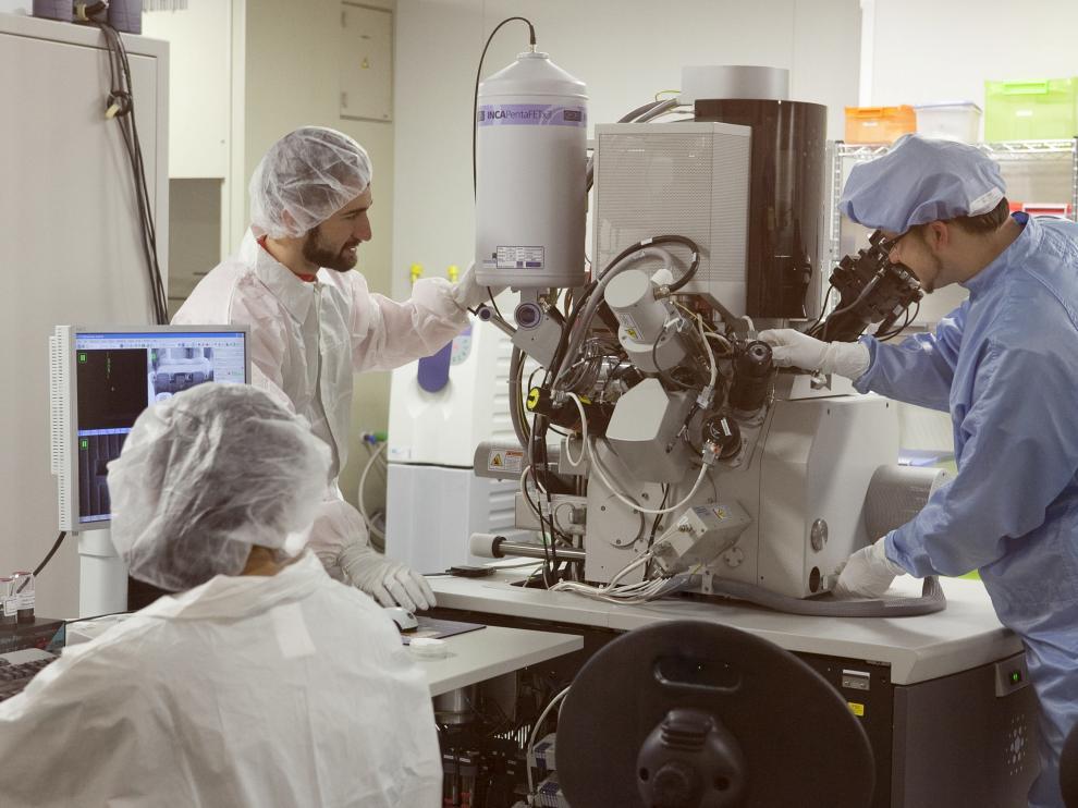Investigadores del Laboratorio de Nanociencia.