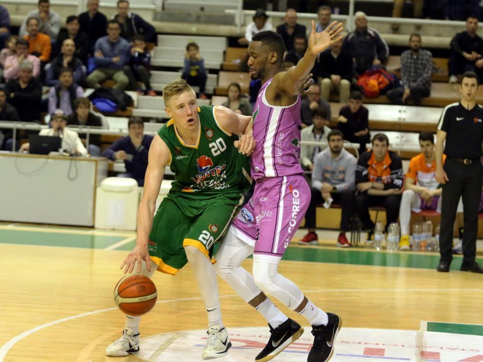Baloncesto. Levitec Huesca-Araberri.. ..20 - 4 - 19.... .. ......PABLO SEGURA PARDINA - [[[FOTOGRAFOS]]]