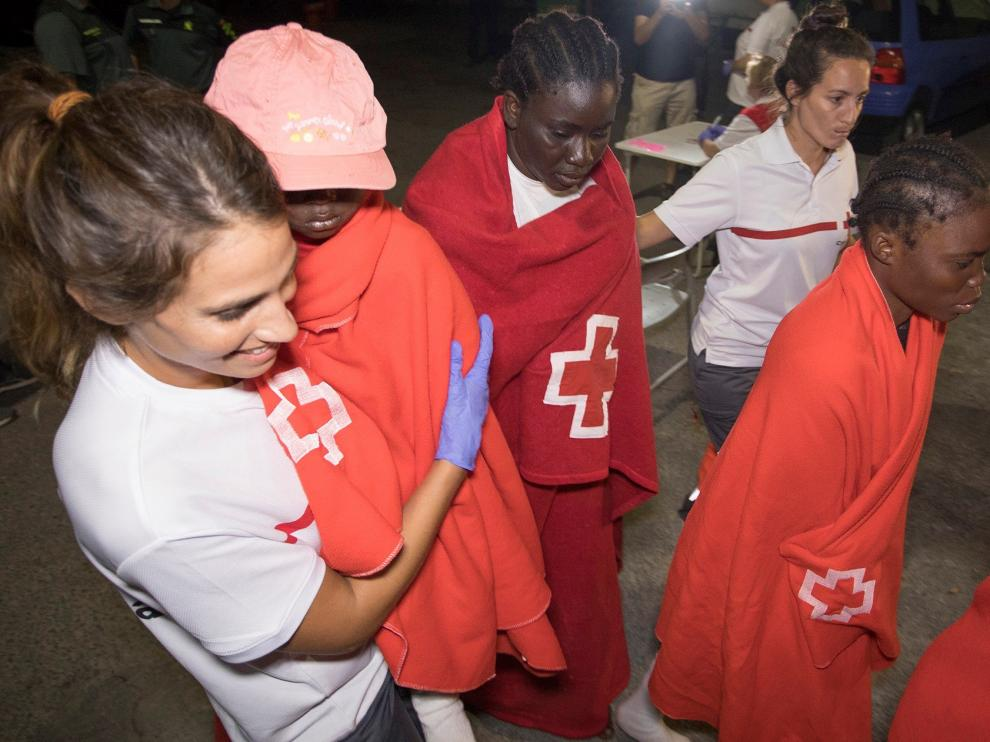 Llegada de inmigrantes rescatados en aguas del mar de Alborán.