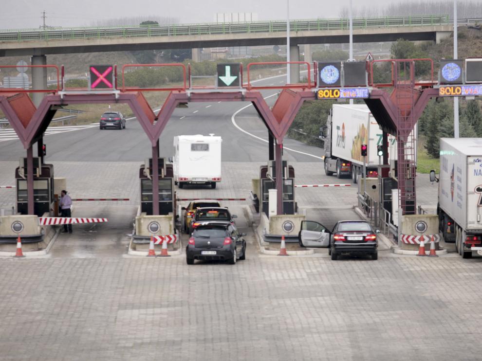 Los camioneros tendrán que seguir circulando por la AP-68 en la Rioja y pagar el peaje completo