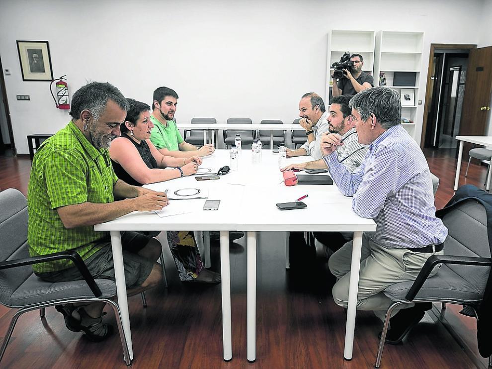 Corrales, De Santos, Arroyos, de Podemos, y Giral, Villagrasa y Guillén (PSOE).