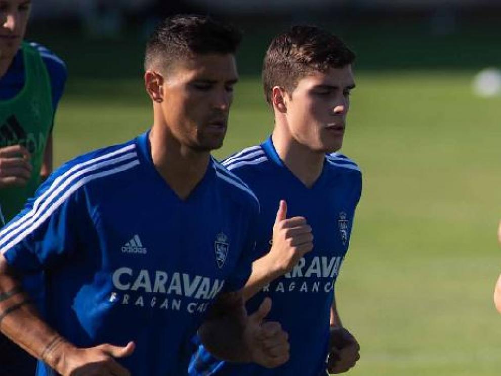 Soro, junto a Grippo, en el entrenamiento del Real Zaragoza este viernes en la Ciudad Deportiva.