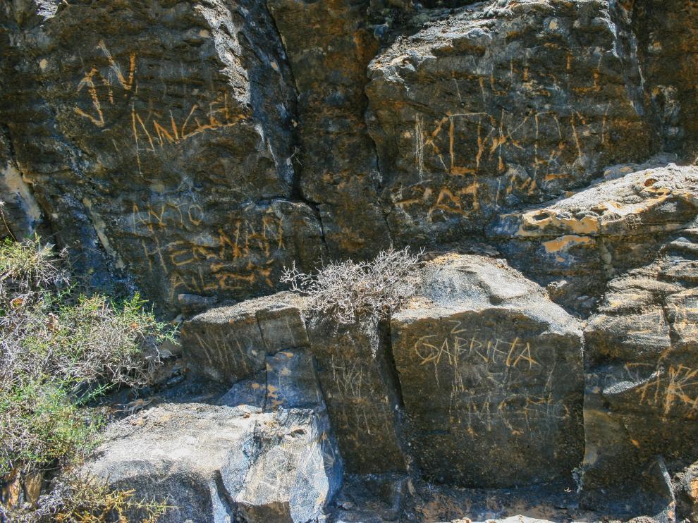 Grabados en las rocas en las inmediaciones de la ermita de San Urbez, en el Parque Nacional de Ordesa.