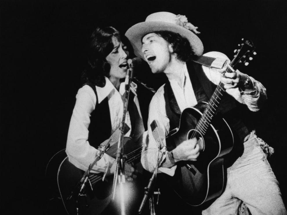 Joan Baez y Bob Dylan en una de las actuaciones de la gira Rolling Thunder Revue.