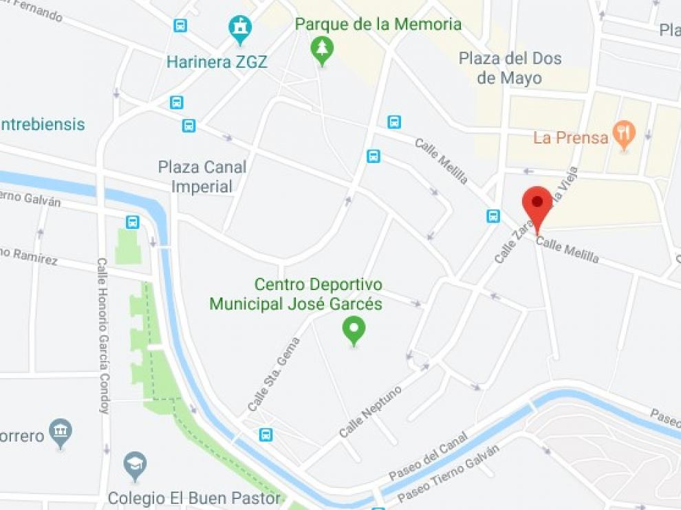 Los Bomberos de Zaragoza trabajan en la extinción de un incendio en la calle Melilla