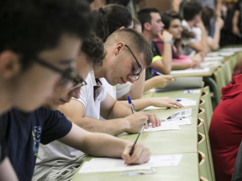 Estudiantes aragoneses en la última Evau para entrar en la Universidad.