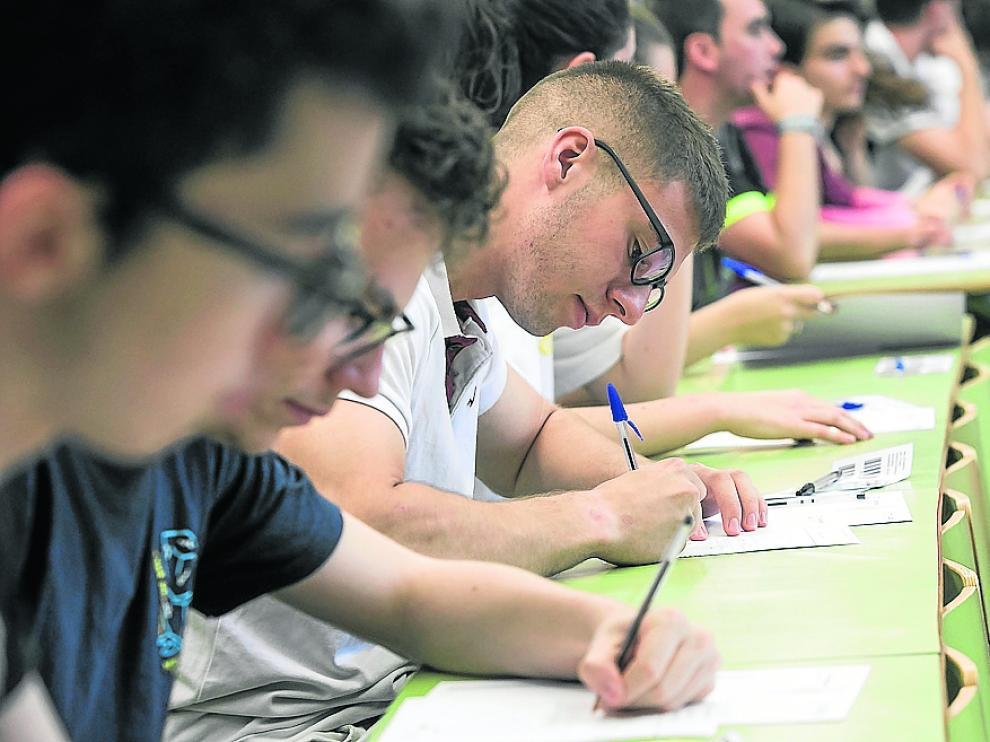 Estudiantes aragoneses, en la última Evau para entrar en la Universidad.