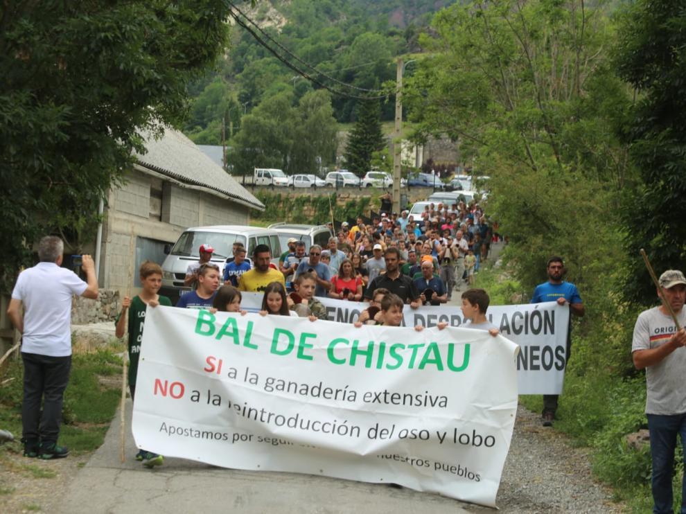 Protesta de los ganaderos del valle de Chistau contra el oso.