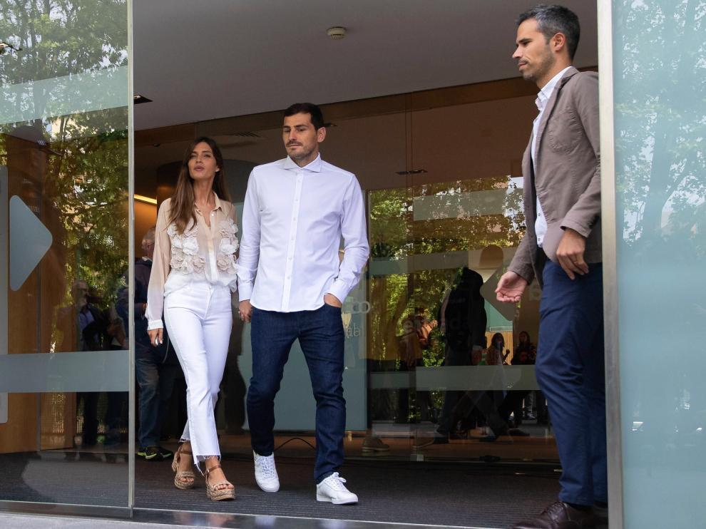 Iker Casillas a su salida del hospital donde estuvo ingresado tras su infarto.