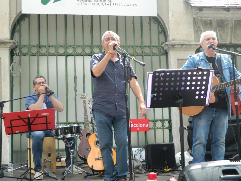 El grupo Adebán, en un acto reivindicativo en Canfranc.