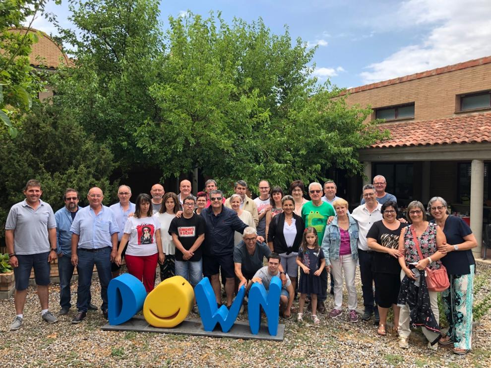 Empresarios y miembros de Down Huesca ayer en La Sabina de Fonz.