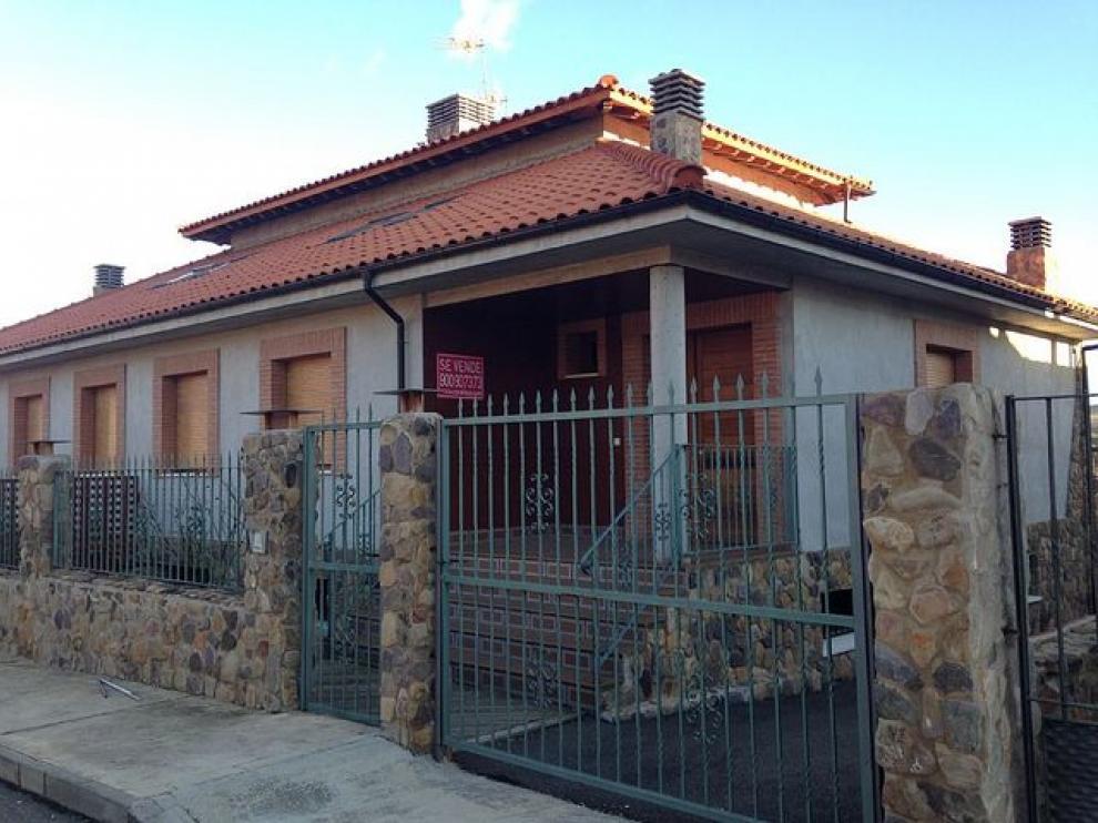 Este chalé de Añón de Moncayo, con 6 dormitorios, es una de las fincas ofertadas en el outlet