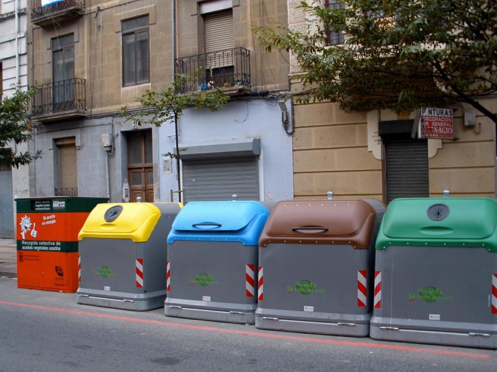 Distintos contenedores de residuos.