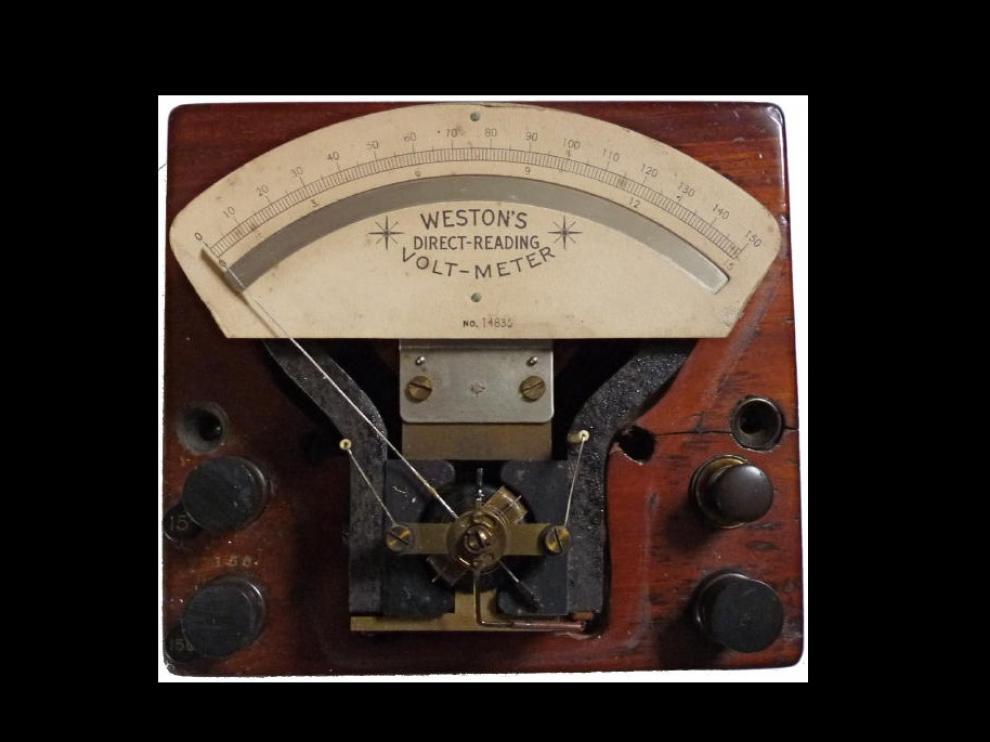 Los voltímetros miden el voltaje de un circuito eléctrico