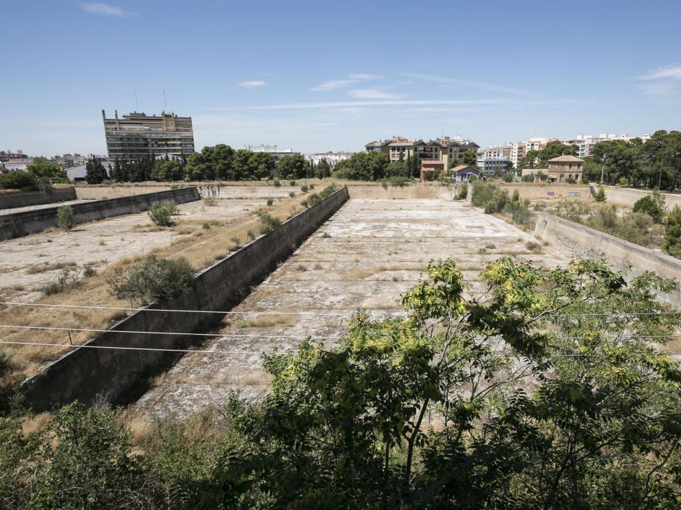 La parcela se extiende entre el actual parque Pignatelli y la calle de Santiago Guallar