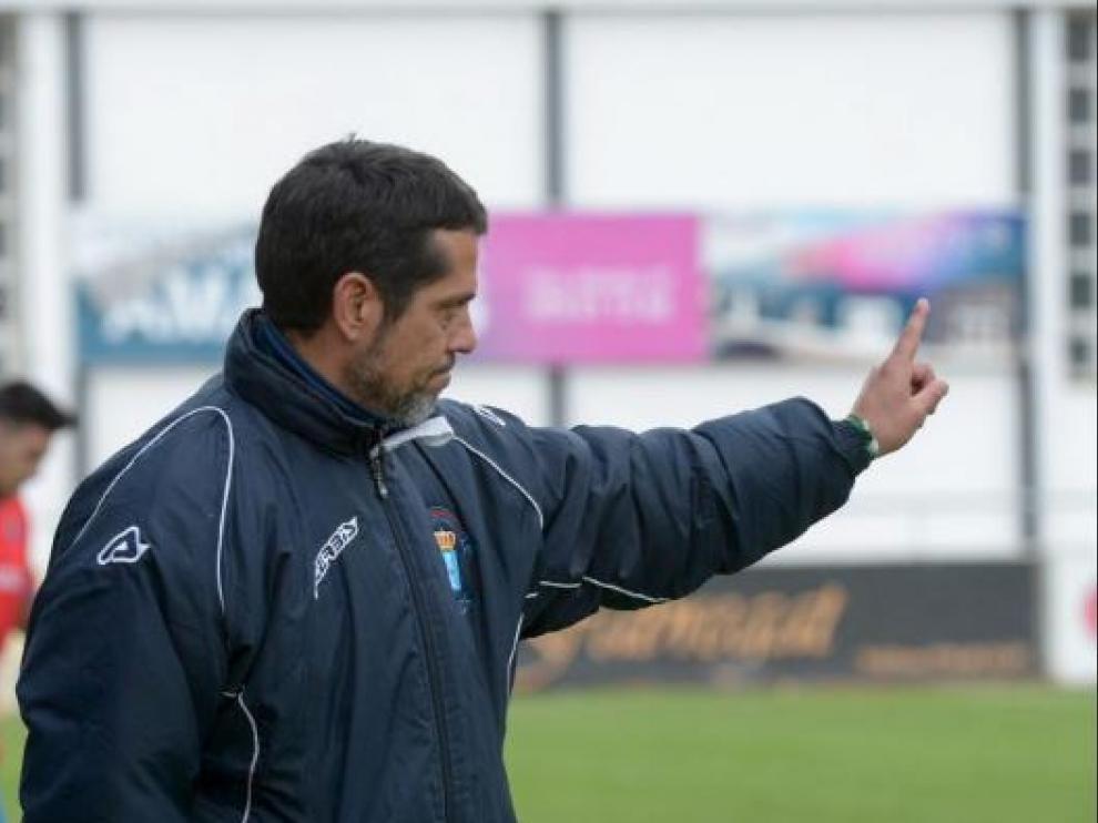 José Luis Rodríguez Loreto, pocos días antes de fichar como segundo técnico del Real Zaragoza el pasado mes de diciembre junto a Víctor Fernández, en un partido al frente del CD Brea en Tercera División.