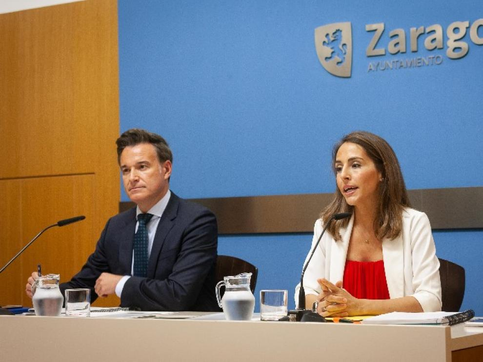 Víctor Serrano y María Navarro, ayer, durante el anuncio de los nombramientos.
