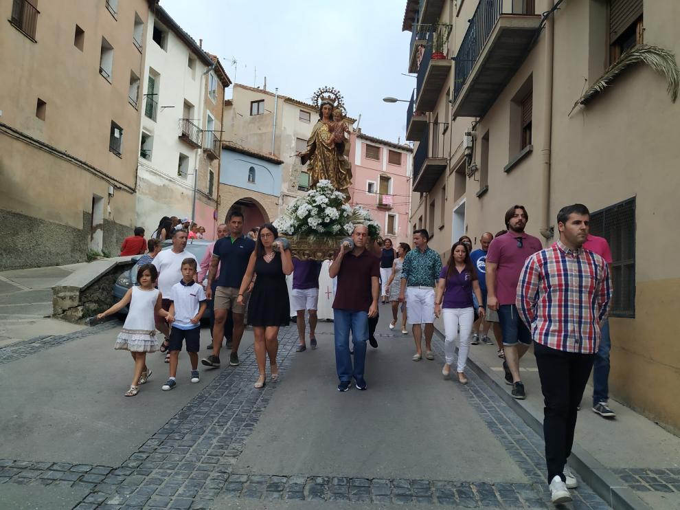 La Virgen recorre las calles del barrio de La Almehora.