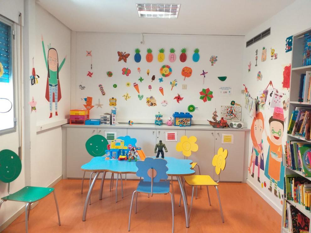 Una de las plantas del Hospital Infantil de Zaragoza se decoró hace unas semnas con temática veraniega.