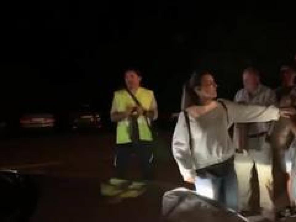 Tras tres horas de reunión con alcaldes del Sobrarbe y ganaderos para hablar del oso, se han vivido algunos momentos de tensión cuando varias personas han impedido la salida del coche oficial.