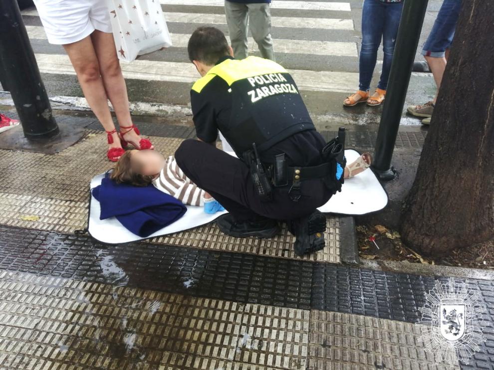 La Policía Local de Zaragoza ha acudido al lugar del atropello.