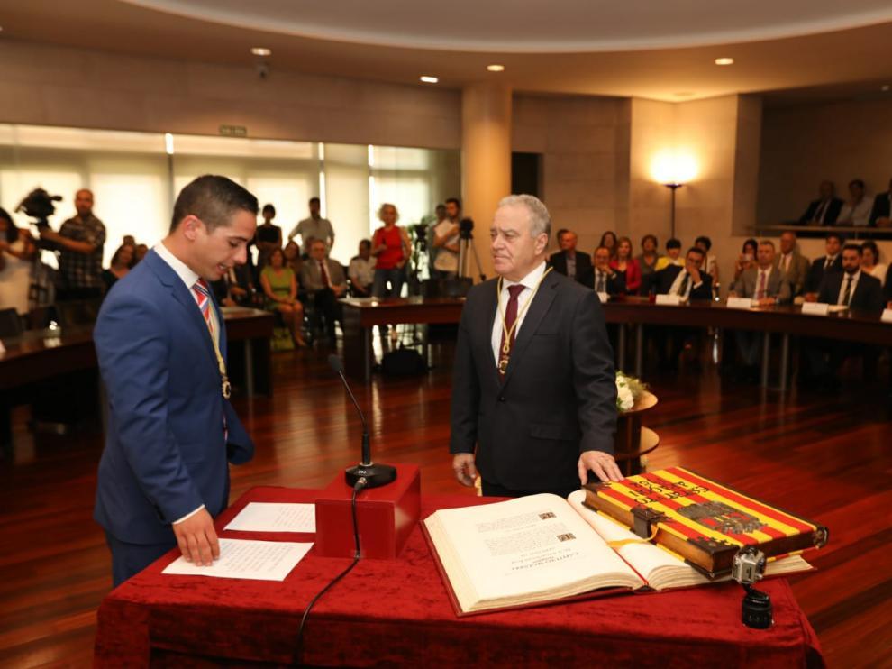 Miguel Gracia ha prometido su cargo como presidente de la Diputación para un segundo mandato.