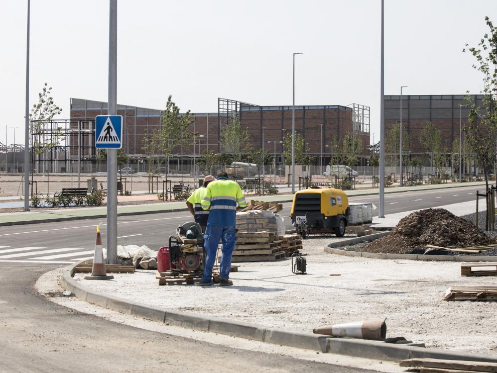 Ya se están urbanizando los viales del entorno de la antigua fábrica de Pikolin.