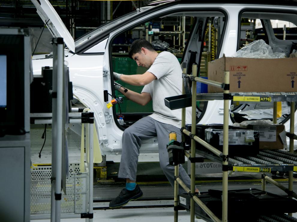 Imagen de la cadena de montaje de Opel España en Figueruelas
