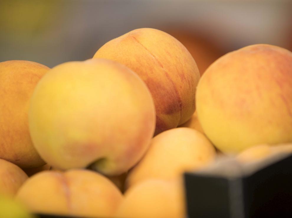 Los fruticultores de Aragón, una de las principales productoras de fruta dulce de España, sufren los efectos de prácticas abusivas como la venta a resultas.