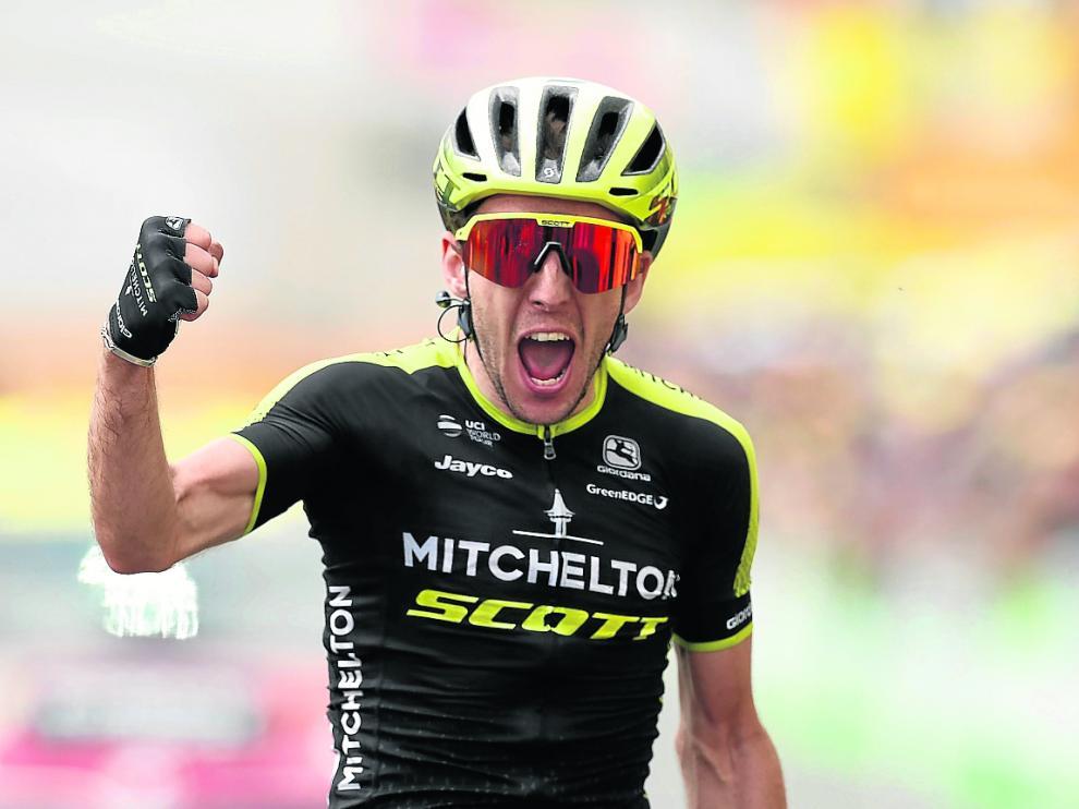 Simon Yates, exultante tras conseguir la victoria en la etapa del miércoles.