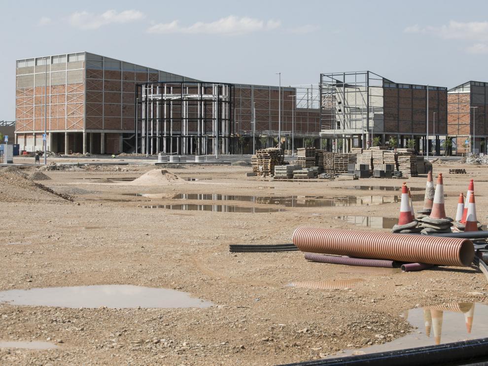 Las obra en la carretera de Logroño continúan y ya se ha comenzado a urbanizar los viales.