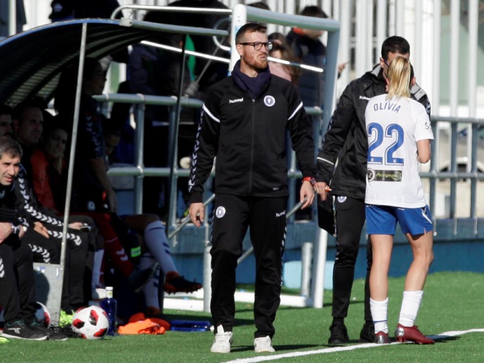 El técnico zaragozano del Zaragoza Club de Fútbol Femenino, Cristian Aleza, en un partido de la temporada pasada.