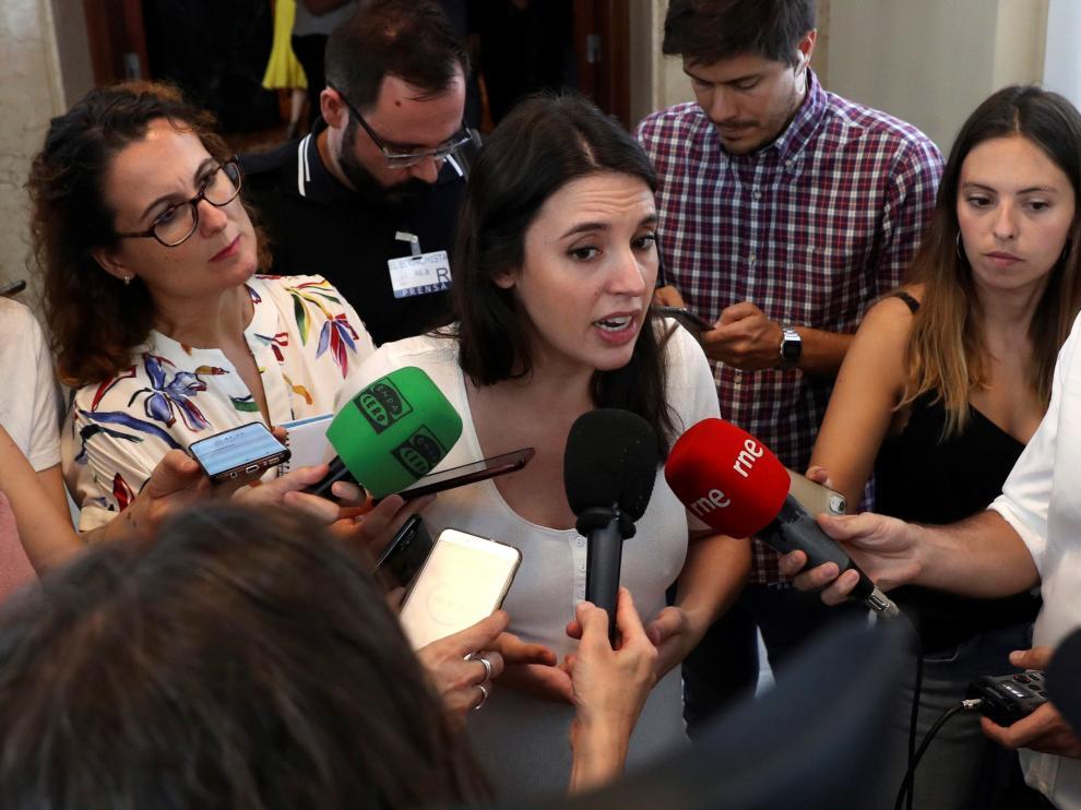 Irene Montero pide el voto a distancia para la investidura.