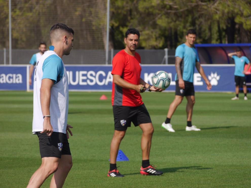 El entrenador de la SD Huesca, Míchel Sánchez, durante el último entrenamiento de la semana.