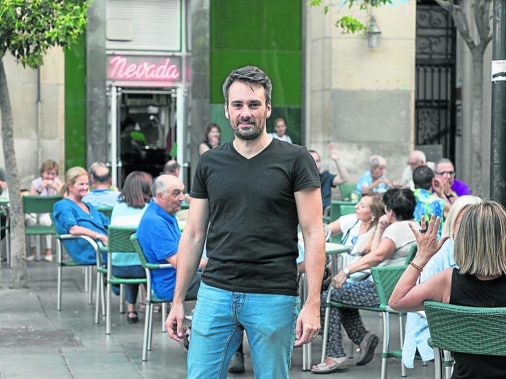 Nacho Lacueva, propietario del Nevada, en la plaza de San Francisco.