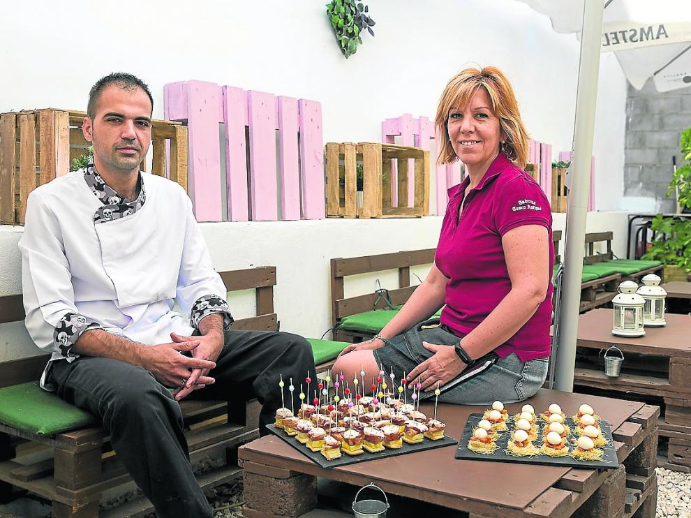 Carlos y Alicia, los nuevos gestores de la Taberna del Casco Antiguo de Utebo.