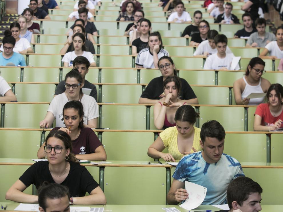 Exámenes de la Evau este pasado junio en Zaragoza.