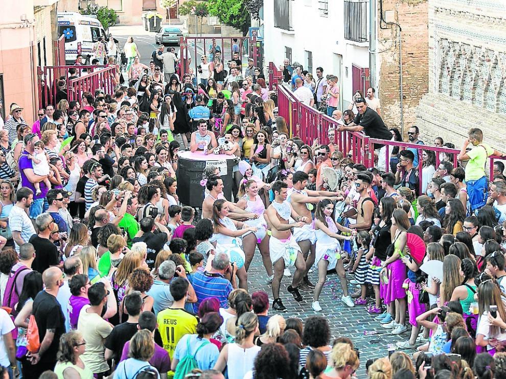 Los vehículos a motor fueron sustituidos en las fiestas de Santa Ana de Utebo del año pasado por minicarrozas decoradas por los vecinos.