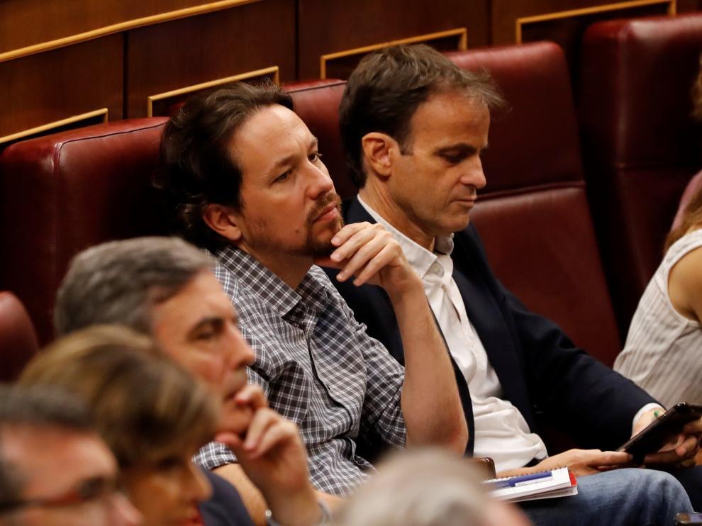Pablo Iglesias, durante el discurso de Pedro Sánchez, en la primera jornada del debate de investidura.