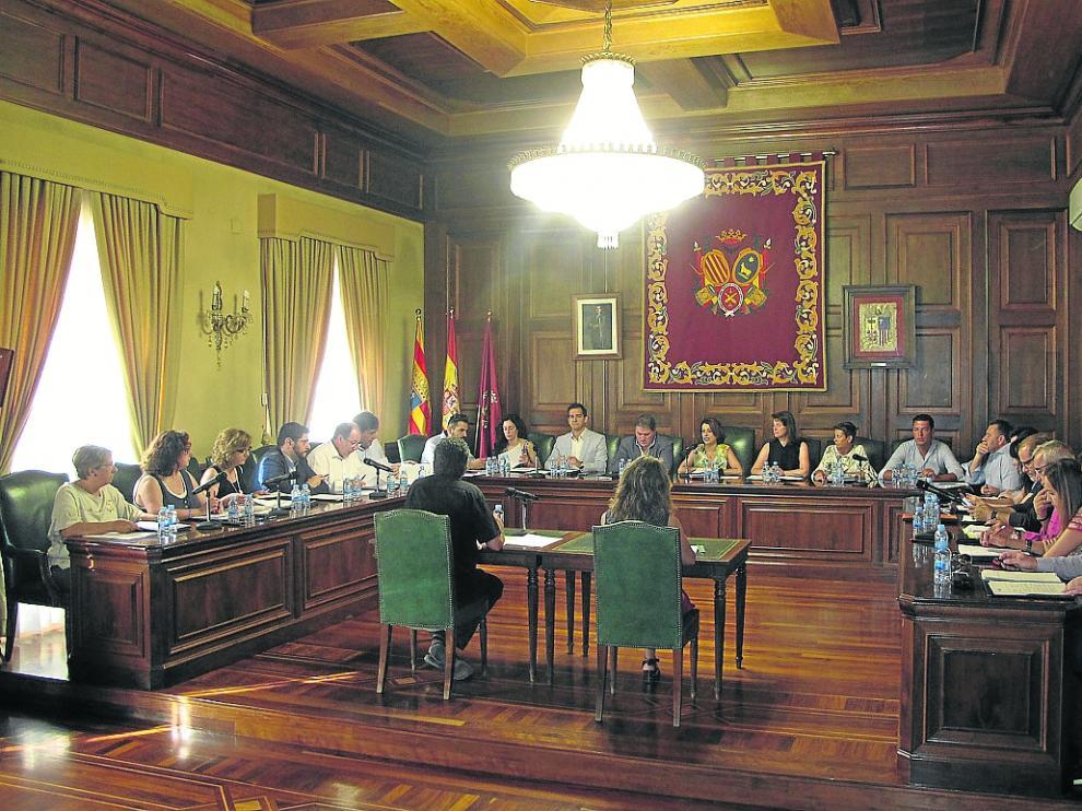 Un momento del pleno extraordinario celebrado ayer por el Ayuntamiento de Teruel.